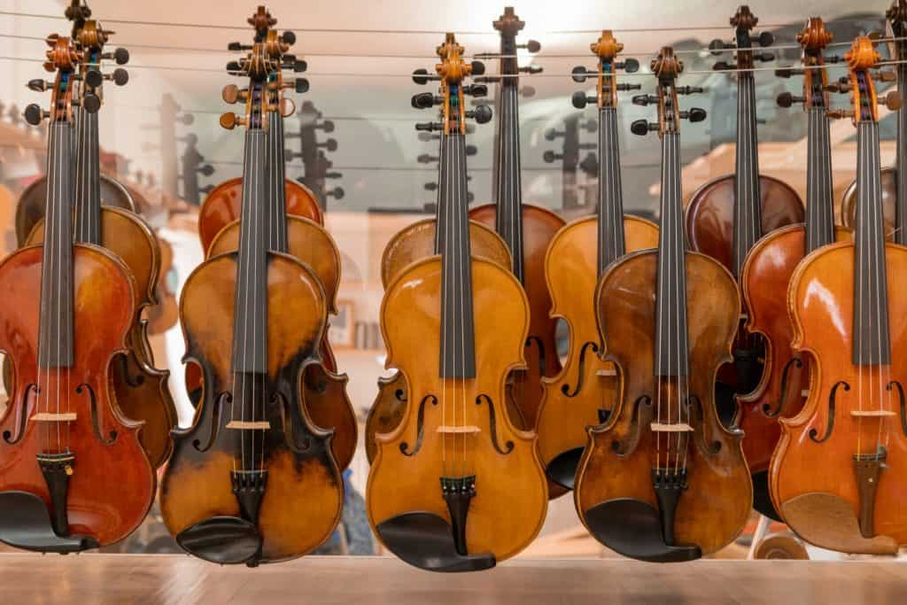 Große Auswahl von spielfertigen Instrumenten